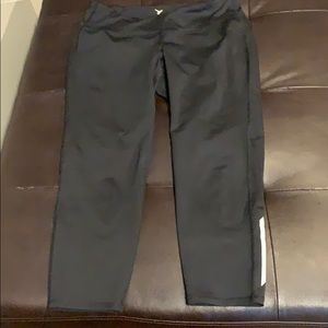 Woman's petite old navy workout capris
